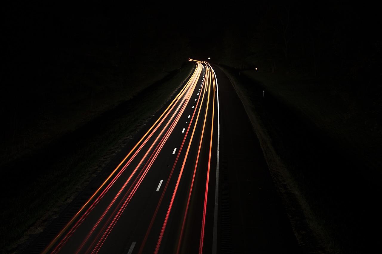 Trafikregistreringer udføres med et bredt spektrum af formål, der strækker sig fra at understøtte den overordnede vejplanlægning til at besvare klagesager om f.eks. for høje hastigheder. Anvendelse af trafikregistreringer foregår i forbindelse med løsning af opgaver om trafiksikkerhed, miljøforhold, kapacitet, vejvedligeholdelse og lignende. Endelig foretages trafikregistreringer til brug for statistiske opgørelser over udviklingen i trafikken eller hastigheden på vejnettet. Udover antallet af køretøjer har også sammensætning af køretøjer stor betydning ved planlægning af nye vejanlæg eller ved vurderinger af trafiksikkerhed, støjniveau, vejslid eller lign. LED-Mark ITS har udviklet et system, som er i stand til at matche ovenstående. Systemet kan tælle og opdele trafikken i forskellige enheder. Simpel og billig installation til langvarig tælling.